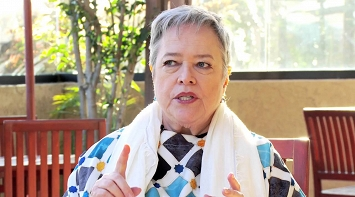 Kathy Bates Describes an Extraordinary LE&RN Member thumbnail Photo